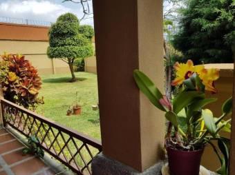 RS Vende Amplia Casa en Condominio en San Juan de Tibás Listing 19-341