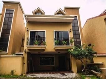 Venta de Casa en Condominio GUAYABOS-CURRIDABAT