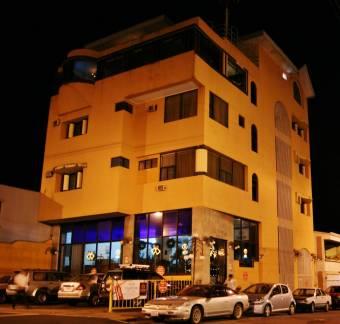 Alquilo o vendo edificio de 5 pisos, Hotel Valladolid.