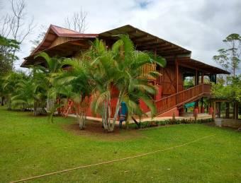Finca con 2 casas a 18 km del Parque Volcán Tenorio