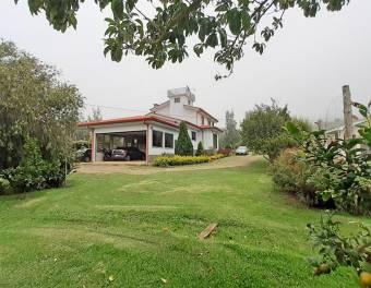 Hermosa Propiedad de 7864 m2 con 3 Casas, Colinas de Cartago