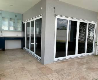 Hermosa casa en condominio en Escazú. REMATE BANCARIO.