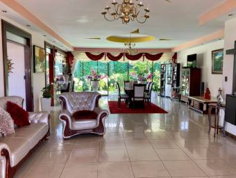ESPECTACULAR Casa en venta en San Isidro #21-898