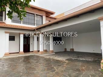 TREJOS MONTEALEGRE, ESCAZU - 4DOR/5BA - 460M2