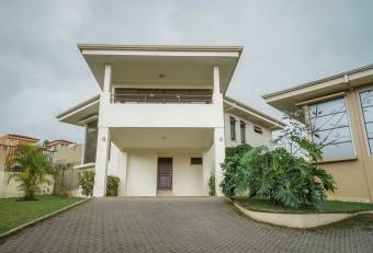Hermosa Casa en Condominio Curridabat