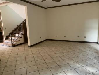 Venta de casa ubicada en San José, Escazú, Condominio Las Tejas 2