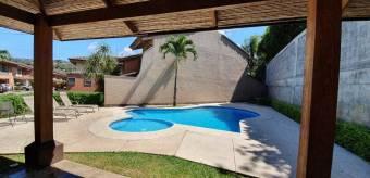 Alquiler de Casa en Prados del Oeste, Santa Ana. 21-982a
