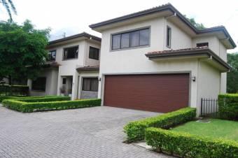 Alquiler de Casa en Santa Ana. 20-2121a