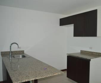 Hermoso apartamento en condominio en Heredia. Remate bancario.