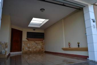 RS Vende Hermosa Casa en Heredia Listing 20-291