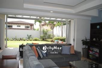 Casa en venta en Santo Domingo Heredia Condominio Los Hidalgos