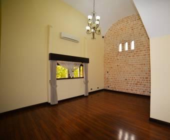 Hermosa casa de 1 planta en condominio en Santa Ana.