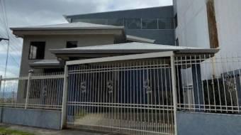 Casa de 3 dormitios  oficina con buen lote en San Pablo de Heredia