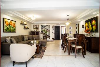 TERRAQUEA House for sale in Trejos Montealegre, Escazu. Beautifu.l house with first finishes.