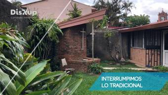 Commercial Property for Sale in Barrio Tournón! Investment opportunity!
