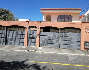 Se Vende Casa en Pozos, residencial Bosques de Santa Ana