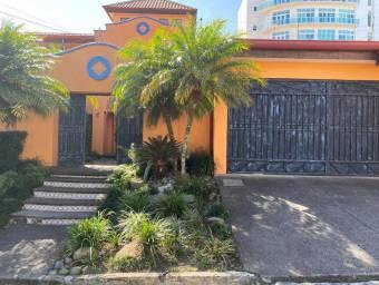 se alquila casa colonia con excelente ubicacion en Escazu 21-1300