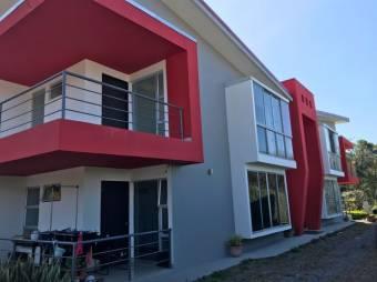 se alquila espacioso apartamento con excelente ventilacion e iluminacion en Santa ana 21-1525
