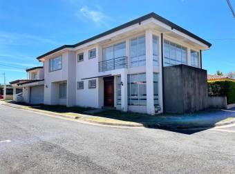 Casa en Condominio Hacienda Las Flores en San Joaquín de Heredia