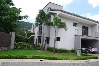 Se Vende Bella Casa Contemporánea en Escazú 21-919