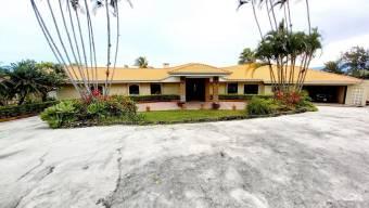 Se Vende Gran Lote con Casa en Santa Ana 21-955