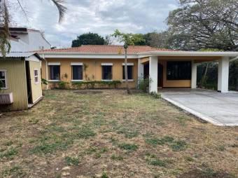 Se Vende Casa con Terreno en Santa Ana 21-1575