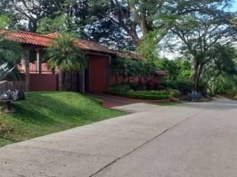 Se Vende Amplia y Hermosa Casa en Ciudad Colon 20-93
