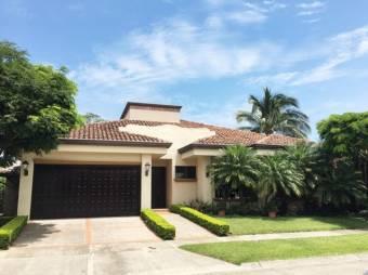 Se Vende Casa en Santa Ana Espaciosa 20-1130