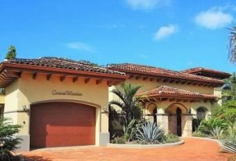 Playa Negra, hermosa casa cerca de la playa en venta
