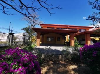 Alquiler de Casa en  Rio Oro Santa Ana USD 1150