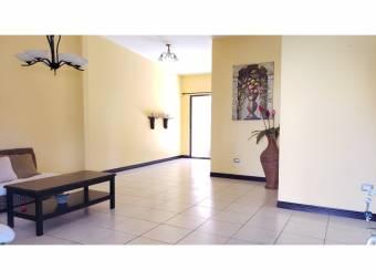 En Condominio San Agustin un nivel 2 habitaciones 2 baños 2 parqueos