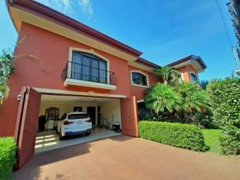 Preciosa Casa de 550 m2 con 5 Habitaciones, Residencial Quinta Guayabos, Curridabat