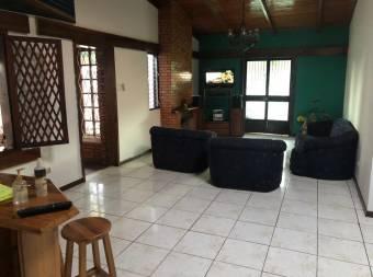Amplia casa de 460 m2 con apartamento independiente