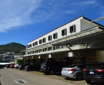 Beautiful 2-level condominium apartment. Bank auction.