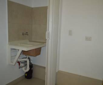 Hermoso apartamento en condominio en Curridabat. Remate bancario.