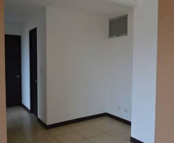 Hermoso apartamento en condominio Oasis, Hatillo. Remate bancario.