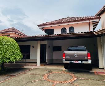 Beautiful house in condominium in Santa Ana. BANK AUCTION