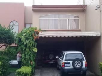 se vende espaciosa casa en condominio San Juan de Tibas 21-1926