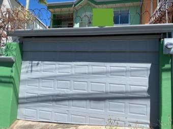 se vende espaciosa casa con terreza en Pozos de Santa Ana 21-1274