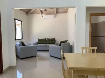 Empresa italiana con 27 años de experiencia, vende casas y apartamentos nuevos en condominio privado