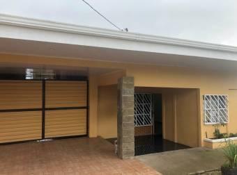 TERRAQUEA Casa con uso de suelo mixto, ideal para comercio sobre calle principal
