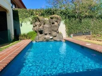 Amplia casa con excelentes detalles en Bosques de Doña Rosa, Belén. #20-1295