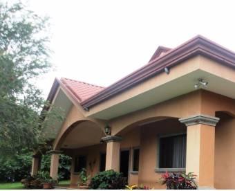 Alajuela la Garita Vendo Linda casa con terreno amplio