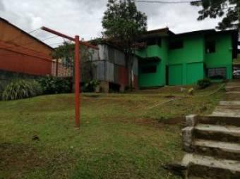 Estupenda propiedad con 2 casas y 1 apartamento en Santa Bárbara de Heredia. #20-71