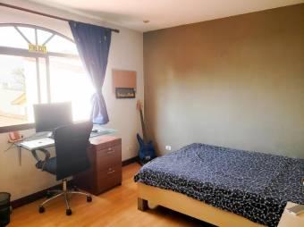 se vende casa con excelente ubicacion e iluminiacion natural en Rohrmoser 19-666