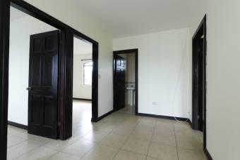Se alquila Casa amplia en San Joaquin.