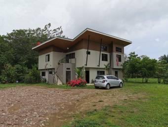 Estupenda propiedad de inversión en Jacó Centro, Puntarenas. #20-1347