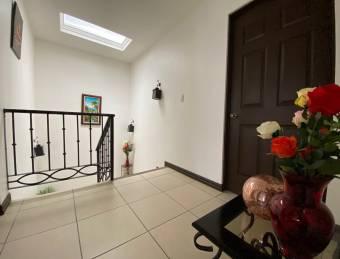 Con Espectaculares Detalles Hermosa Casa en Condominio Hacienda Sacramento