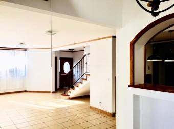 House for sale in Guayabos condominium, Curridabat.