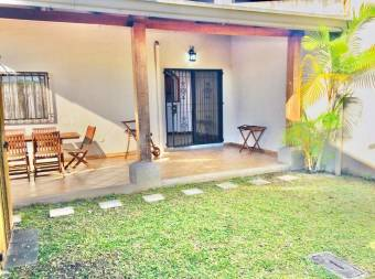 Venta de Casa en condominio Guayabos, Curridabat.